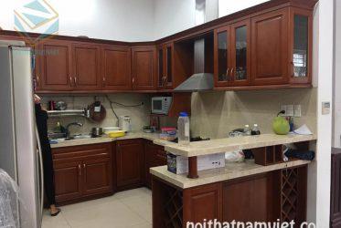 Tủ bếp gõ đỏ chữ U đẹp hiện đại TBGGD-002