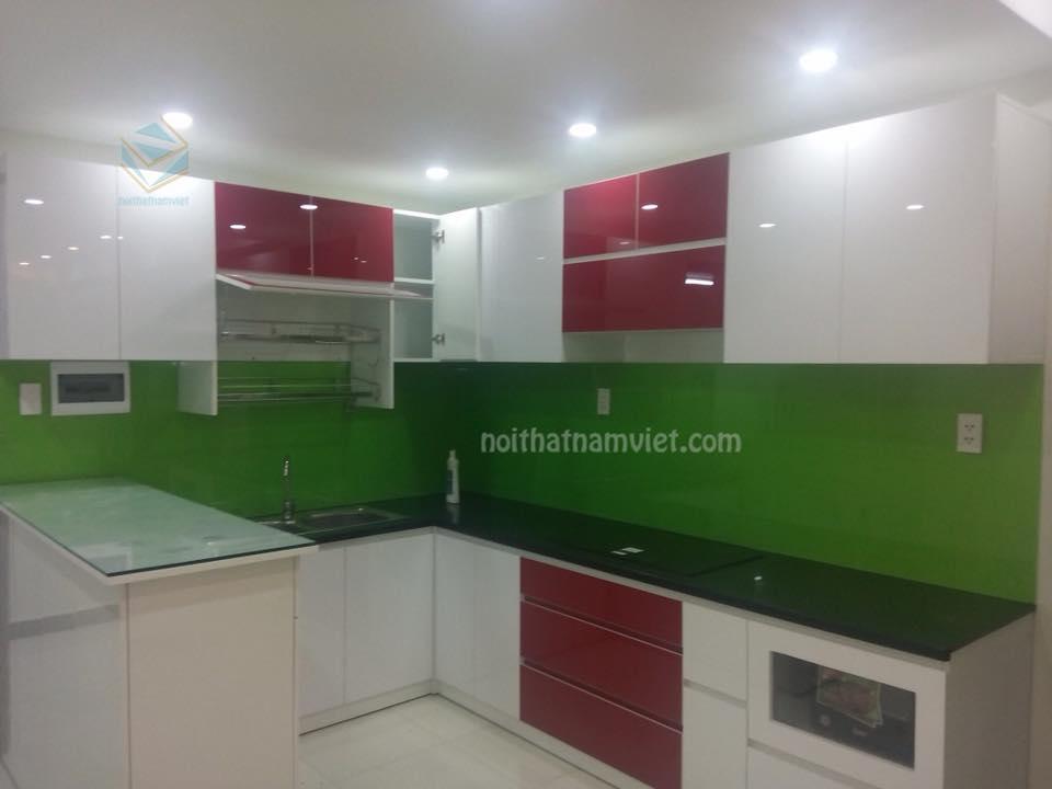 Mẫu thi công tủ bếp gỗ Acrylic hiện đại gam trắng pha đỏ AC-2063