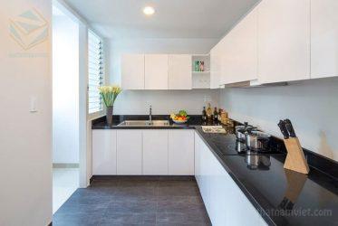 Thiết kế tủ bếp Acrylic chữ L màu trắng TBARL-024