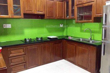 Thi công tủ bếp gỗ tự nhiên còng đỏ nhà chị Quỳnh ở Nhà Bè