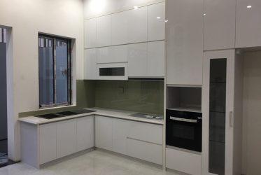 Thiết kế tủ bếp gỗ Acrylic màu trắng đẹp sang trọng TBARL-034