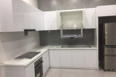 Thiết kế tủ bếp Picomat cánh Acrylic màu trắng chữ U TBARL-039
