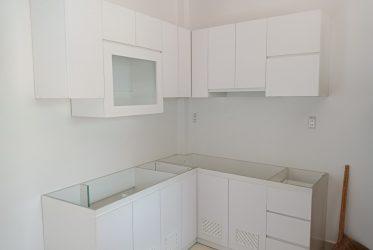 Thiết kế tủ bếp gỗ Acrylic đẹp cho không gian bếp nhỏ TBARL-051