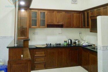 Tủ bếp gỗ gõ chữ L tân cổ điển kết hợp quầy bar TBGGD-004