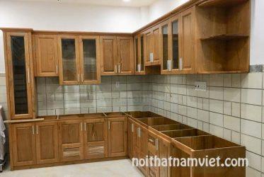 Mẫu tủ bếp gỗ sồi Nga tự nhiên mới nhất màu vân gỗ TBGS-008