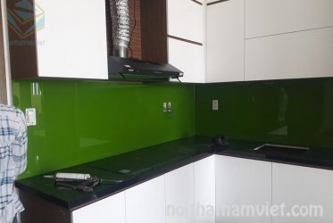Thi công tủ bếp Acrylic quận Bình Thạnh – mẫu AC-2083 chữ L màu trắng hiện đại