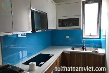 Tủ bếp gỗ Acrylic kết hợp kính ốp bếp màu xanh dương đẹp AC-2085