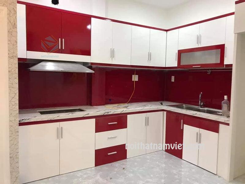 Tu bep go acrylic AC-2095 tống trắng và đỏ