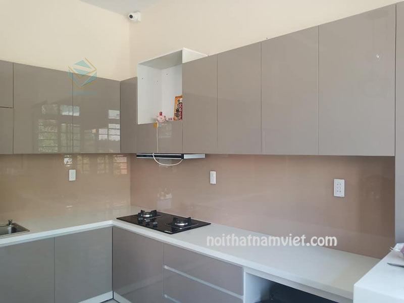 Hình ảnh của tủ bếp acrylic màu nâu xám đẹp AC-2104
