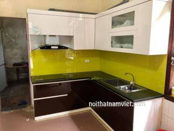 tủ bếp acrylic màu nâu đất