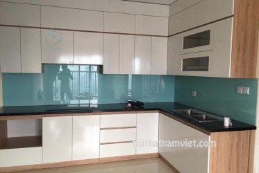 Thiết kế tủ bếp Acrylic màu trắng hình chữ L đẹp AC-2122