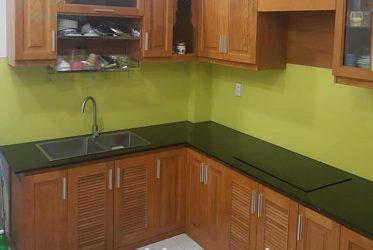 Mẫu thiết kế thi công tủ bếp gỗ gõ đỏ đẹp GD-3008