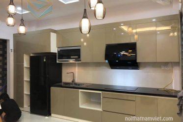 Tủ bếp gỗ Acrylic bóng gương mang đến sự hiện đại AC-2124