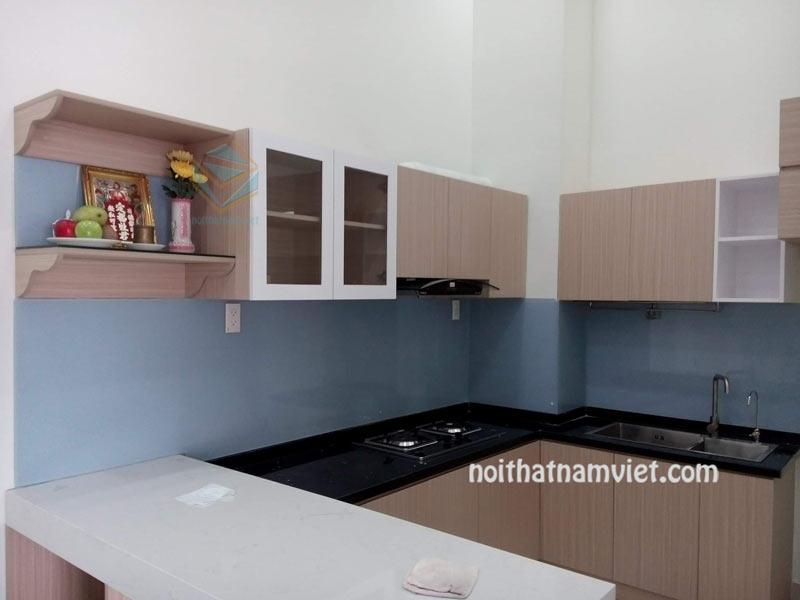 Tủ bếp mdf chữ U màu vân gỗ