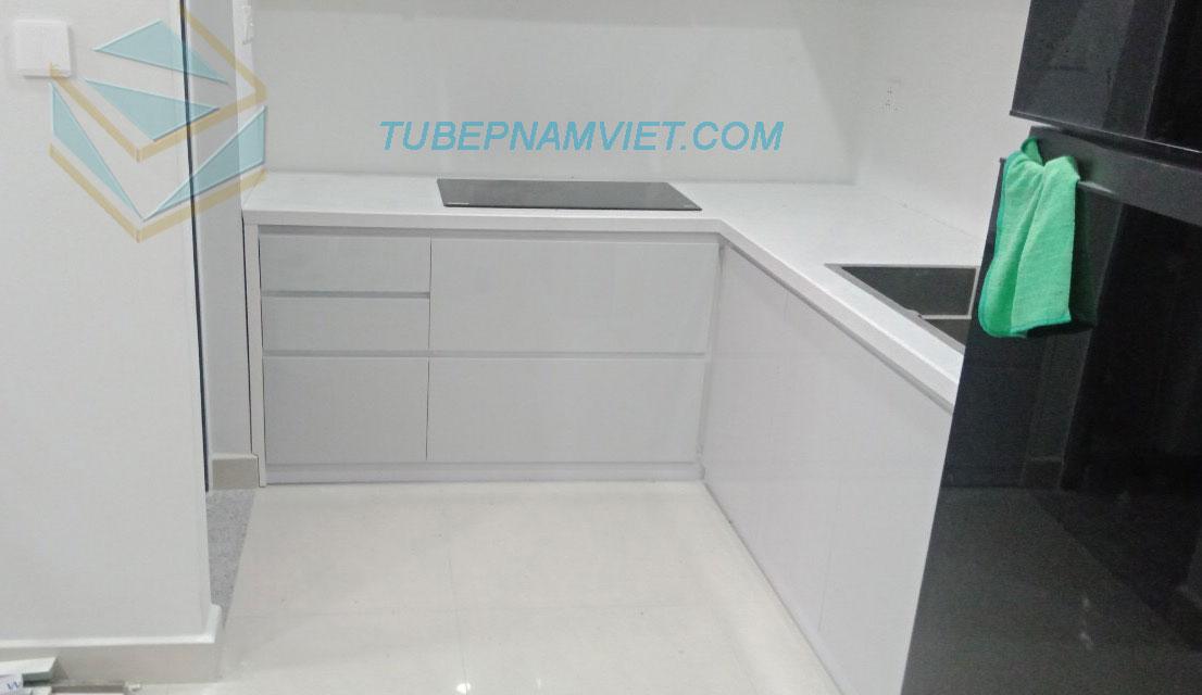 Tủ bếp gỗ Acrylic bóng gương màu trắng chữ L AC -2115