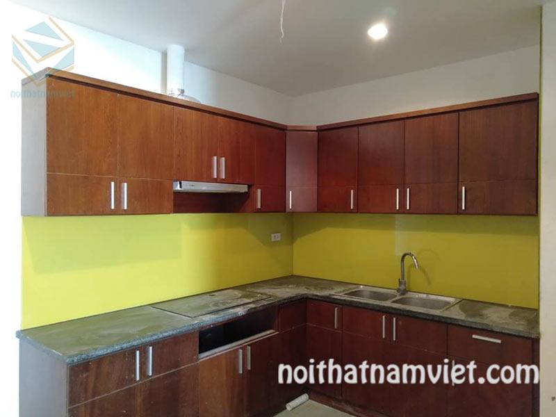 mẫu thi công tủ bếp gỗ Melamine kháng ẩm màu vân gỗ đẹp
