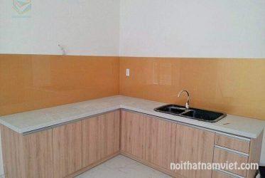 Mẫu tủ bếp MDF phủ Melamine chữ L màu vân gỗ MM-0010