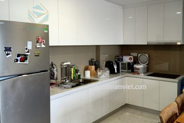 Tủ bếp Acrylic An Cường màu trắng đẹp nhà Anh Tuấn ở Tân Phú