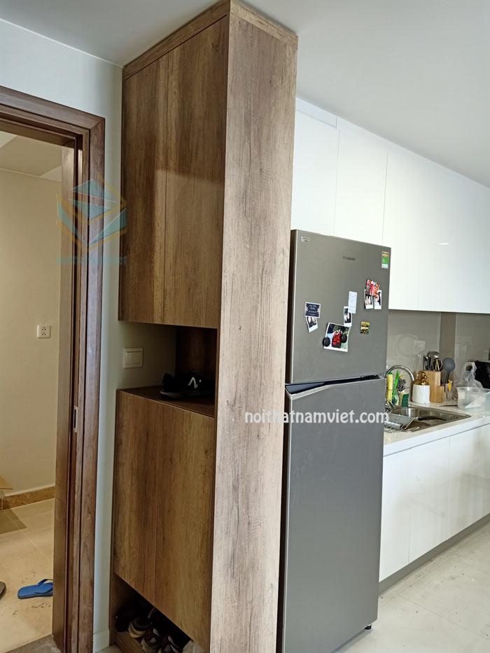 Tủ bếp acrylic màu trắng chữ L đẹp nhà anh Tuấn