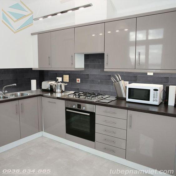 tủ bếp acrylic màu nâu cà phê bóng gương đẹp
