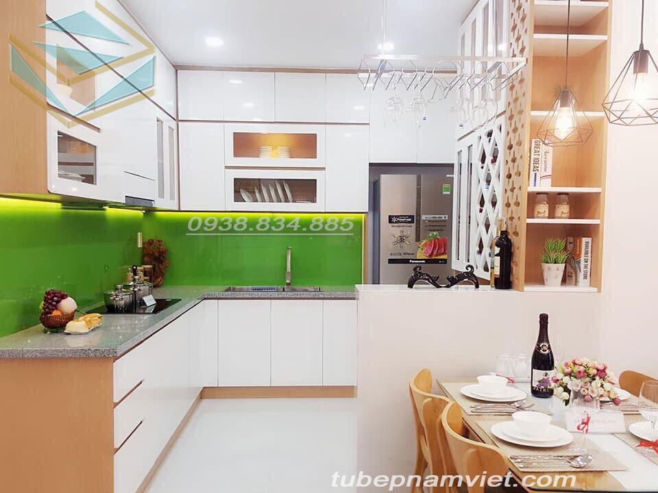 Làm tủ bếp gỗ Acrylic giá rẻ cho chung cư tại TPHCM