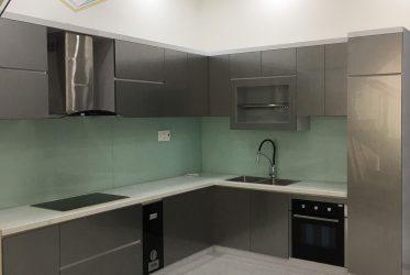 Nam Việt thiết kế thi công tủ bếp màu xám đậm đẹp nhà Anh Lễ ở Gò Vấp