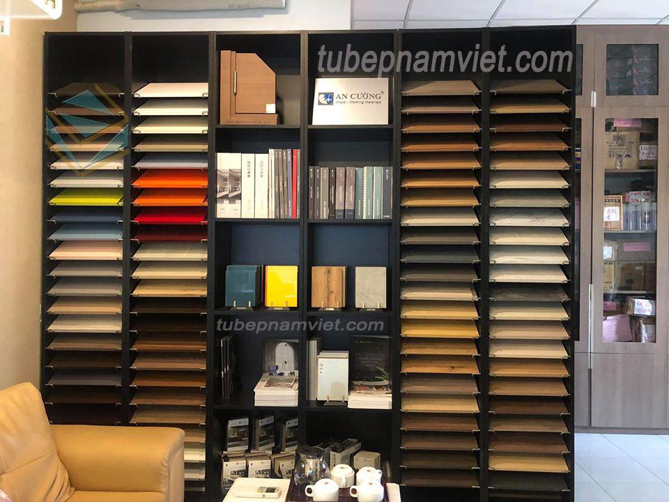 Phòng trưng bày các loại gỗ nhập khẩu của đối tác An Cường tại công ty nội thất Nam Việt