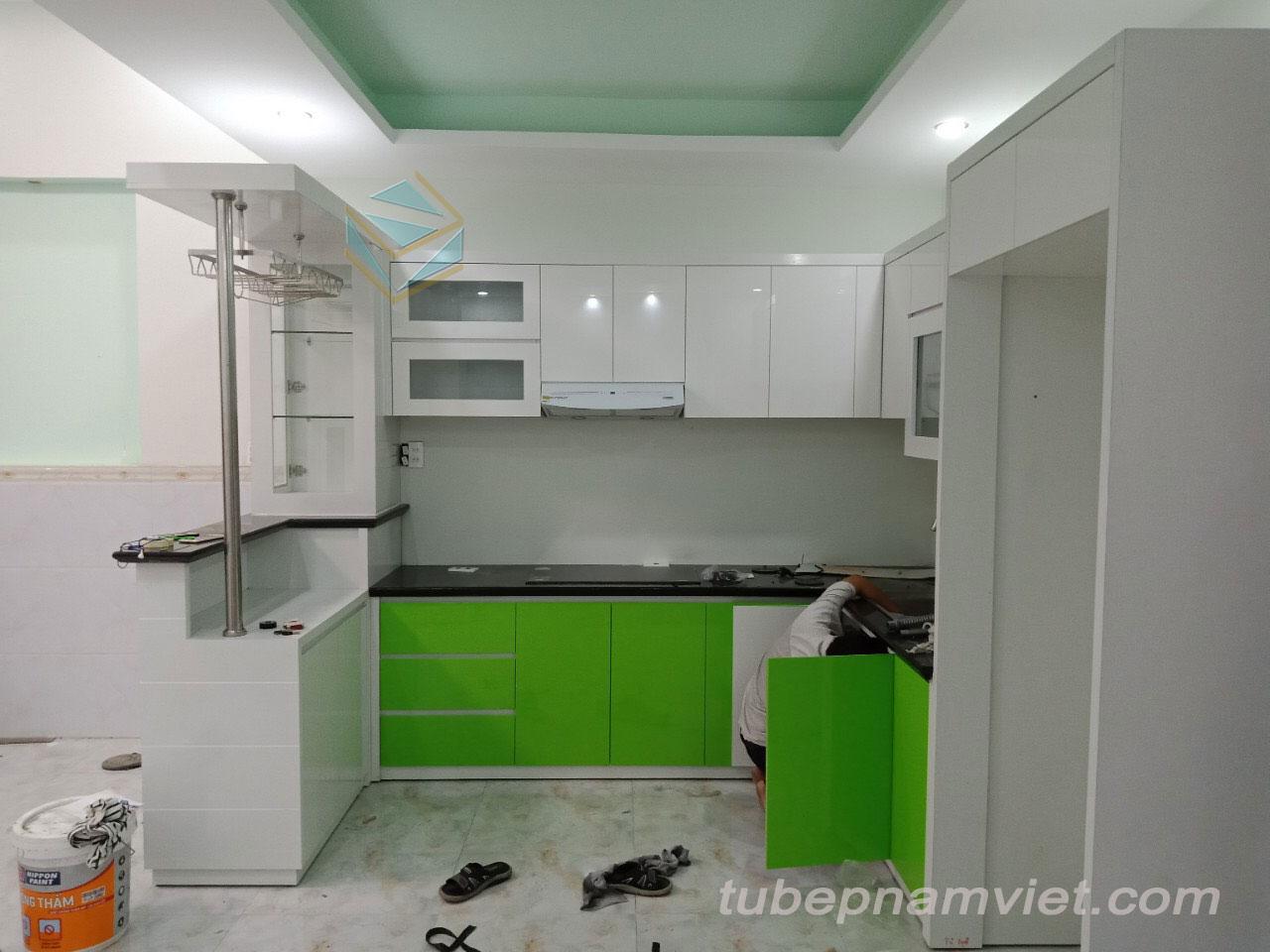 Tủ bếp hiện đai kết hợp quầy bar mini đẹp