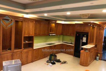 Thi công mẫu tủ bếp gỗ Gõ Đỏ tân cổ điển đơn giản đẹp mà không lỗi thời