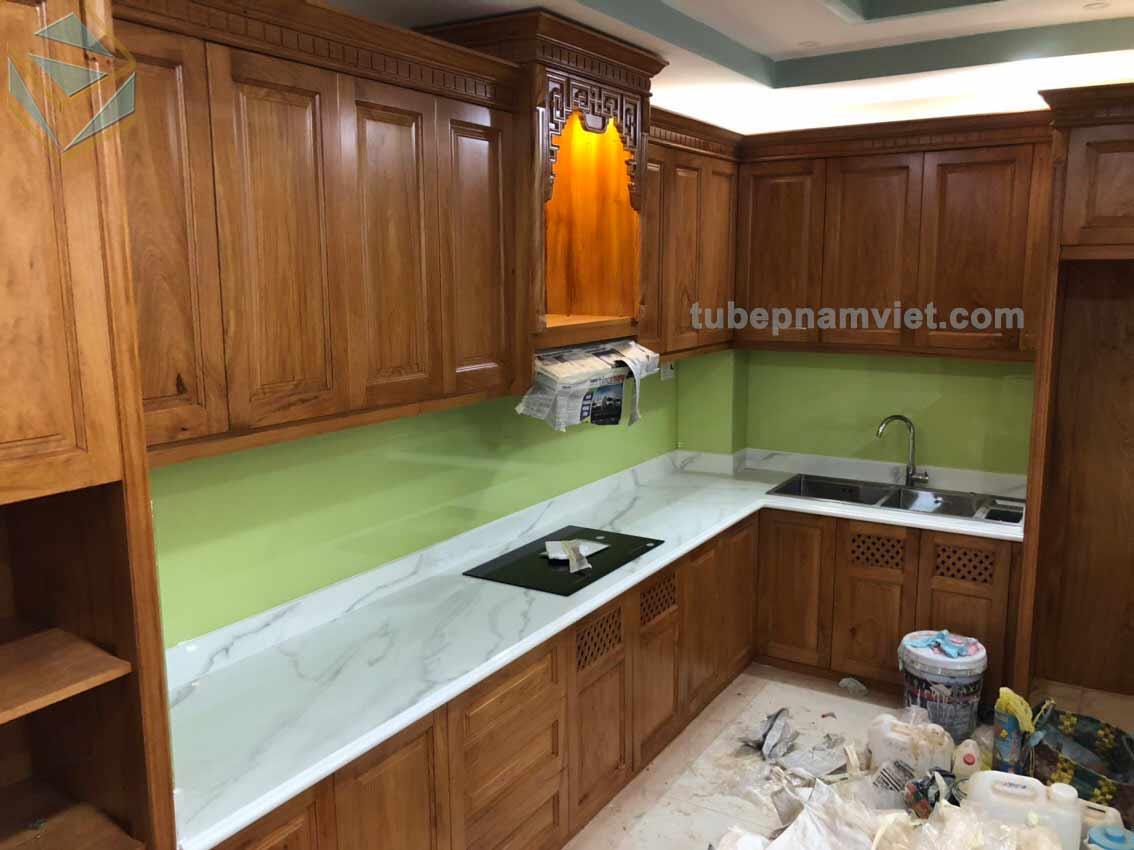 Công trình thực tế thi công tủ bếp gỗ Gõ Đỏ tự nhiên phong cách tân cổ điển