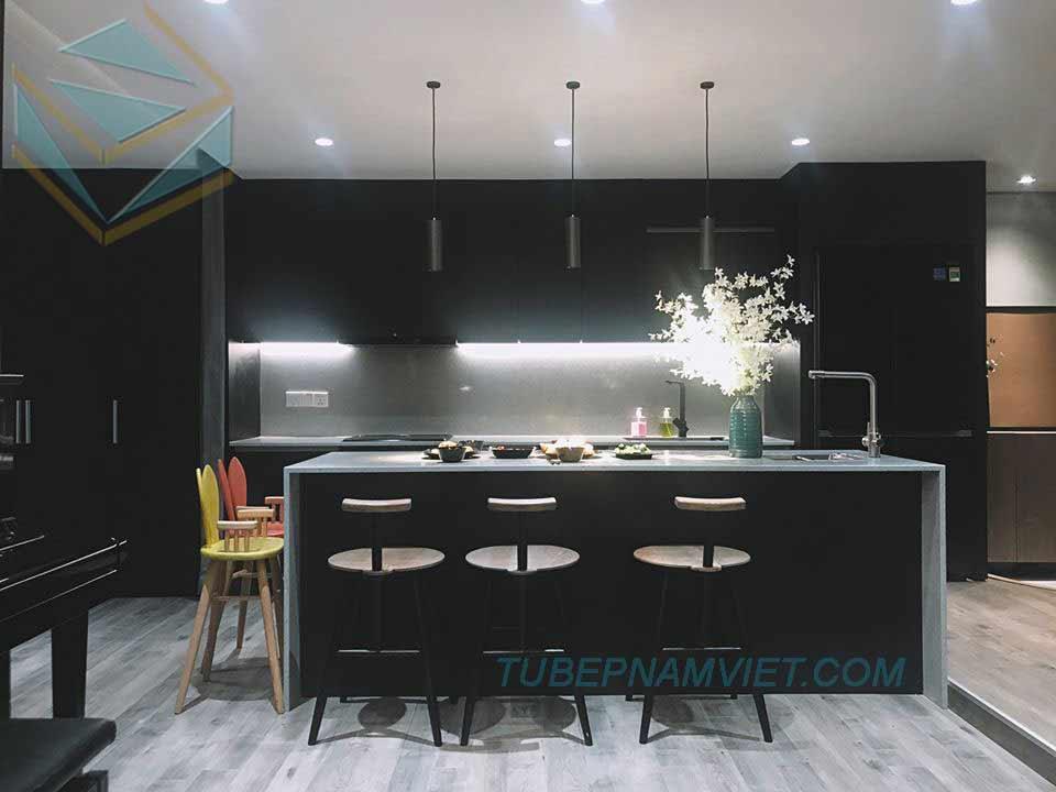 kệ bếp gỗ công nghiệp acrylic An Cường đen sang trọng cho căn hộ cao cấp