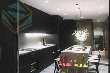 Mẫu thiết kế tủ bếp tông đen bằng chất liệu Melamine đẹp hút hồn năm 2020