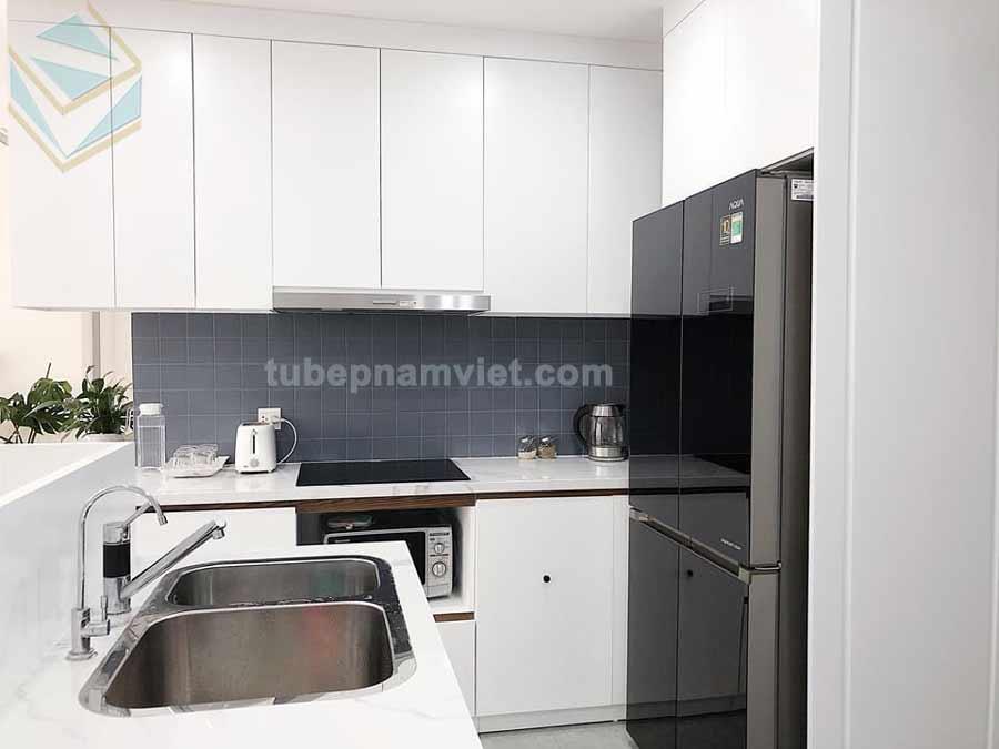 tủ bếp gỗ Melamine màu trắn chữ L