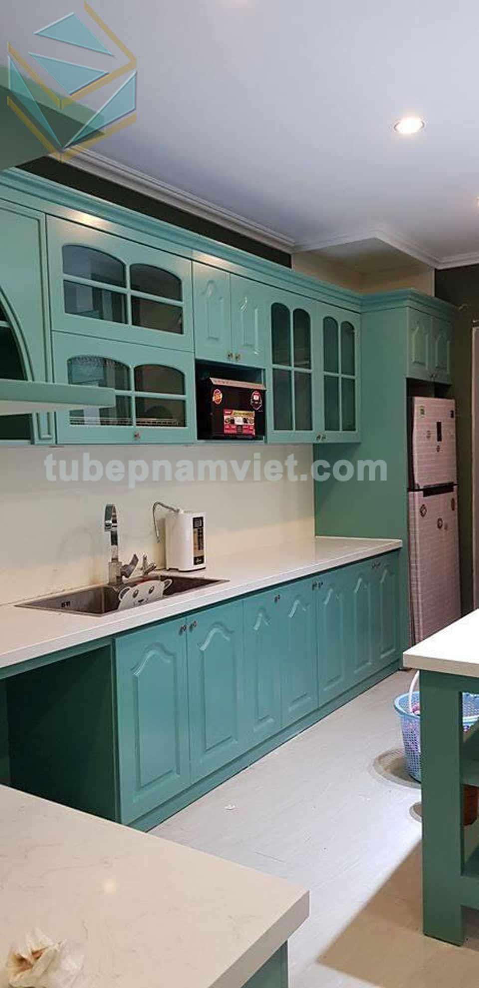 Xu hướng mẫu tủ bếp gỗ sồi sơn xanh bán cổ điển 2020