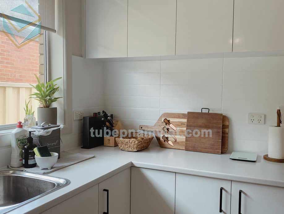 Mẫu tủ bếp Melamine kháng ẩm sơn màu trắng đẹp