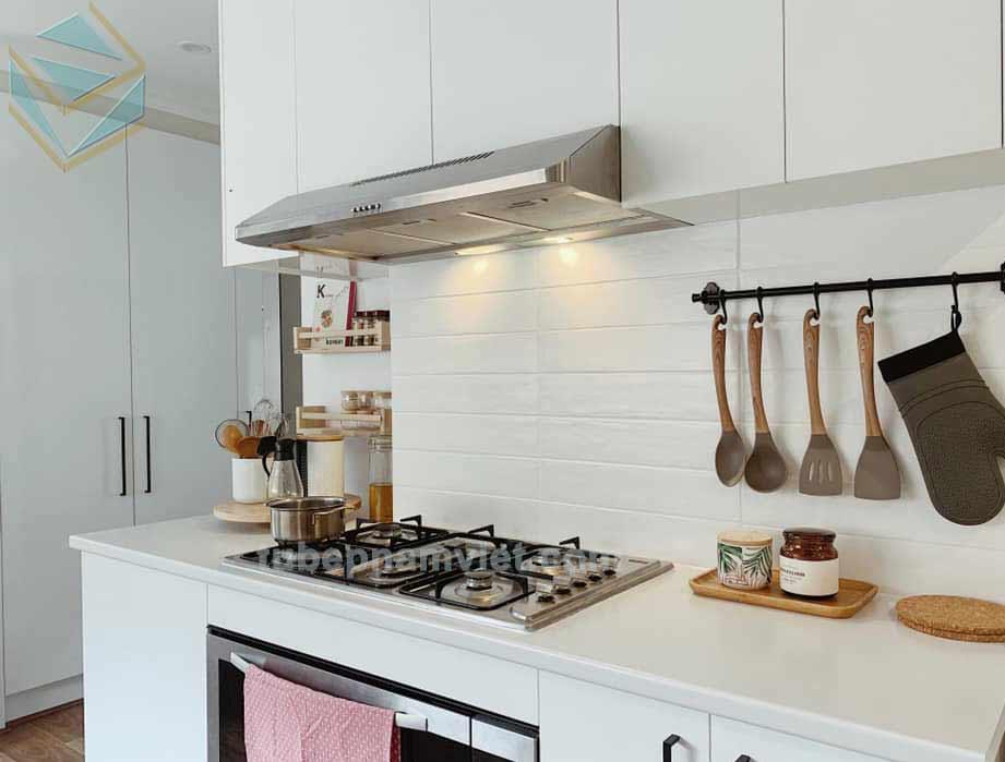 phong cách tủ bếp tân cổ điển màu trắng