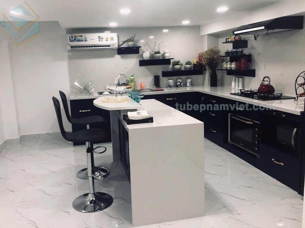tủ bếp gỗ Acrylic có bàn đảo màu xanh đen
