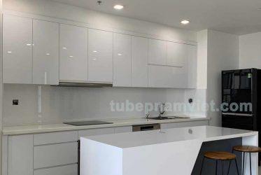 Tủ bếp gỗ Acrylic An Cường tông màu trắng kết hợp bàn đảo hiện đại
