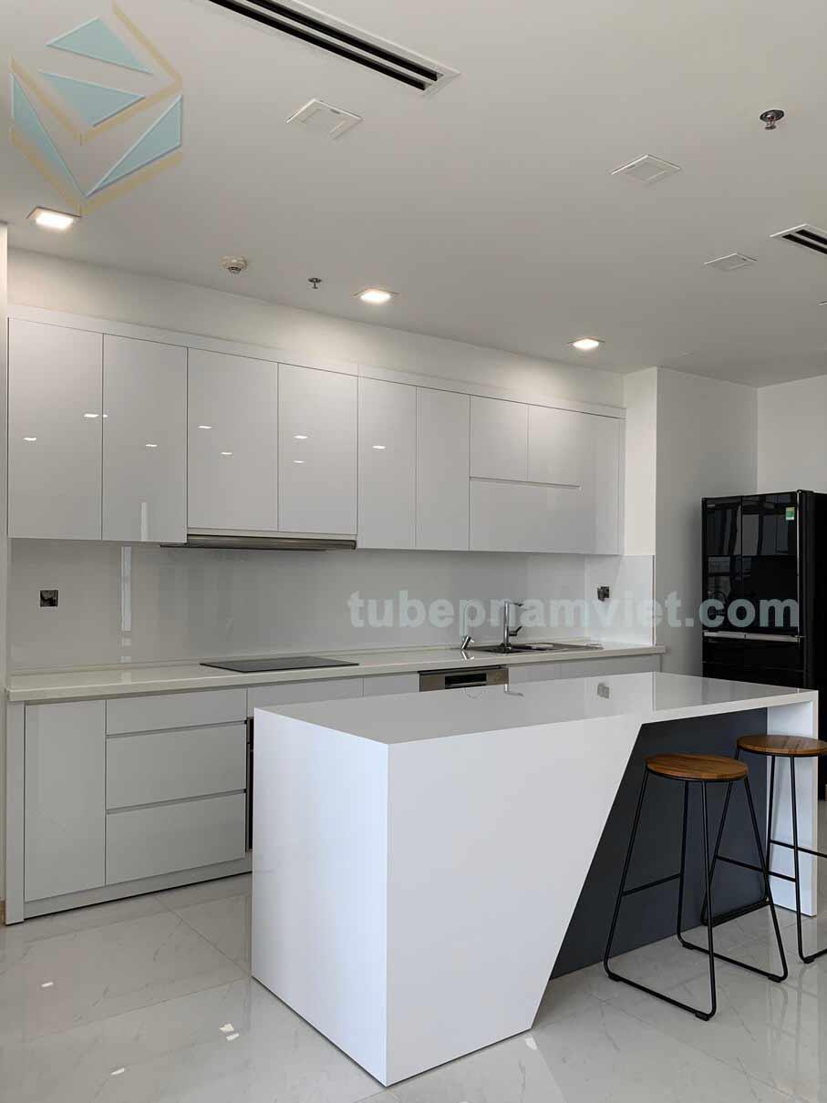 Mẫu tủ bếp gỗ Acrylic An Cường tông màu trắng kết hợp bàn đảo hiện TPHCM
