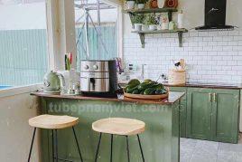 Mẫu tủ bếp gỗ Tần Bì màu xanh lá cây đẹp tại Đà Lạt