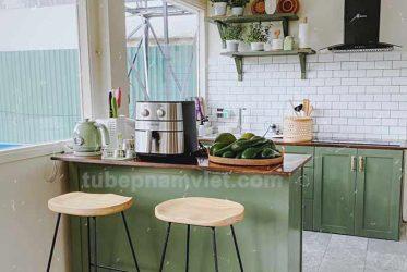 Mẫu tủ bếp gỗ Tần Bì xinh xắn màu xanh lá cây đẹp tại Đà Lạt
