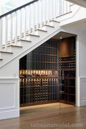 Phòng kính cất trữ rượu gầm cầu thang