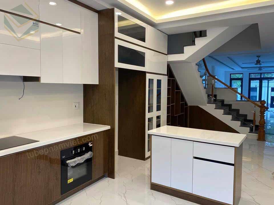 Nội thất nhà bếp nhà phố Sim City được đồng bộ từ màu sắc đến kiểu dáng