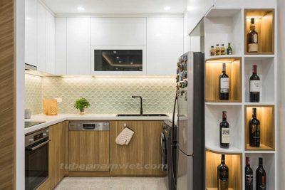 mẫu tủ bếp gỗ công nghiệp kết hợp tủ rượu dành cho căn chung cư Vinhome