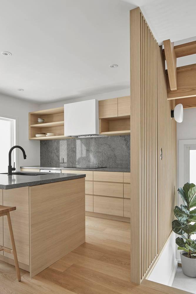 Thiết kế nội thất bếp Melamine vân gỗ công nghiệp đẹp cuốn hút