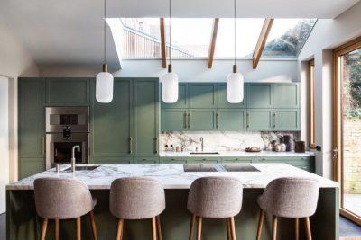 tủ bếp gỗ MDF phủ Melamine màu xanh lá sang trọng cho nhà phố